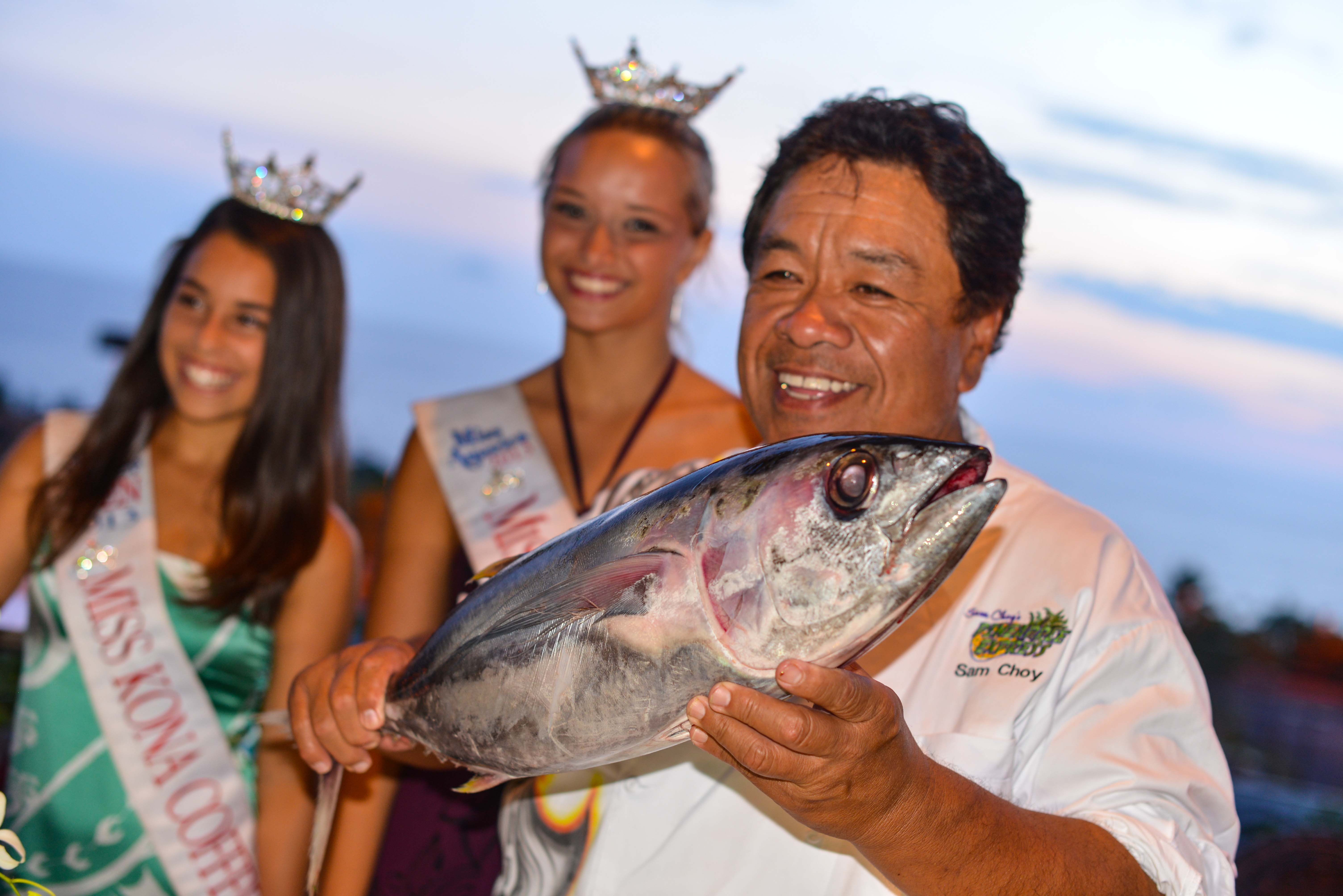 Sam-Choy-loves-the-local-yellowfin-tuna-and-demonstrated-how-to-fillet-the-whole-fish-with-Miss-Hawaii-contestants